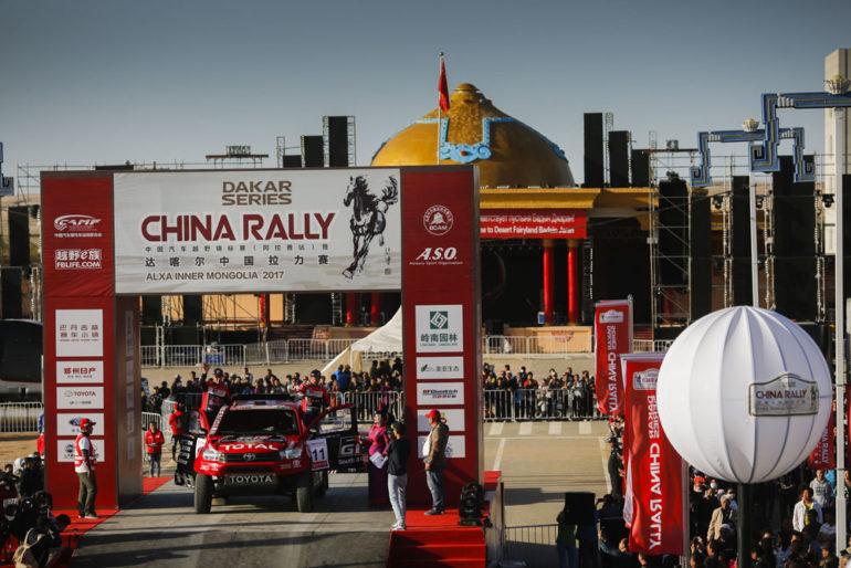 Dakar Rally in China: Geländewagen im Zieleinlauf