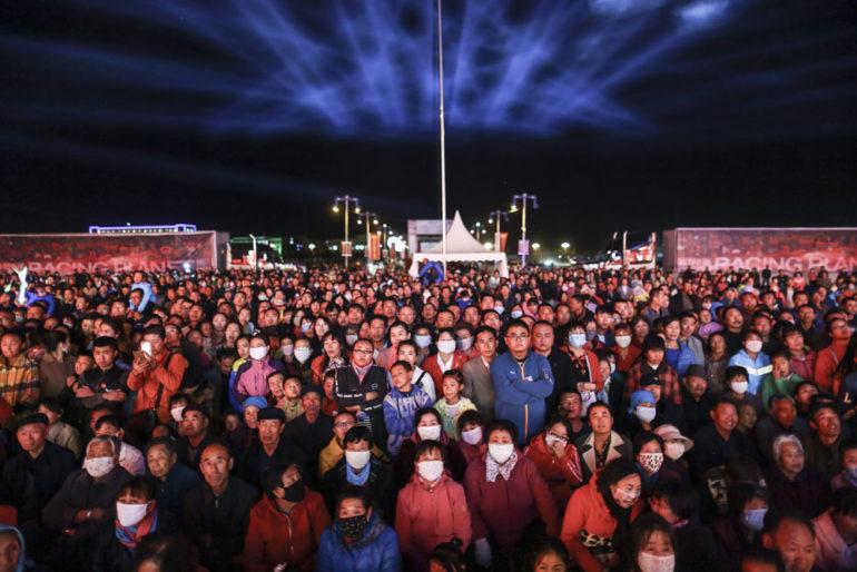 Dakar Rally in China: Besucher eines Konzertes beim FB Life Festival