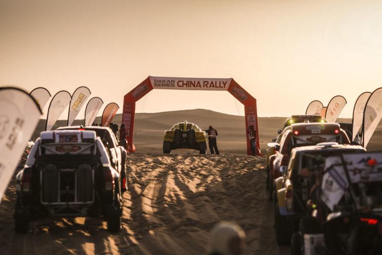 Dakar Rally in China: Buggies in der Warteschlange am Start
