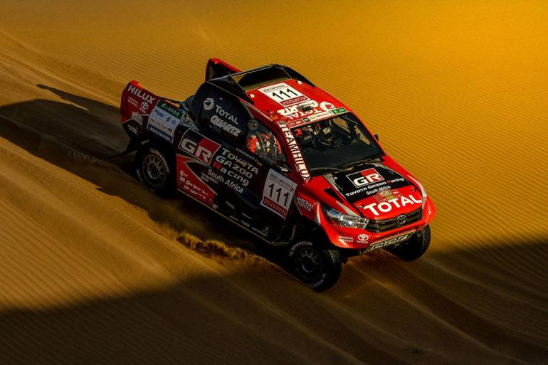 Dakar Rally in China: Geländewagen im Sand