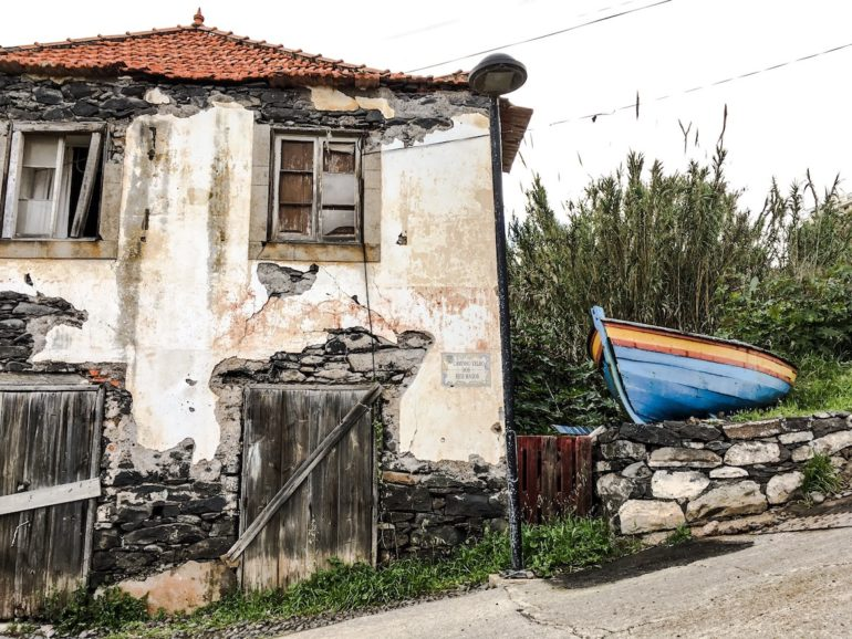 Madeira Sehenswürdigkeiten - Canico - altes Haus mit Boot