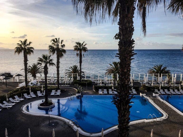 Madeira Sehenswürdigkeiten - Canico - Blick auf den Hotelpool