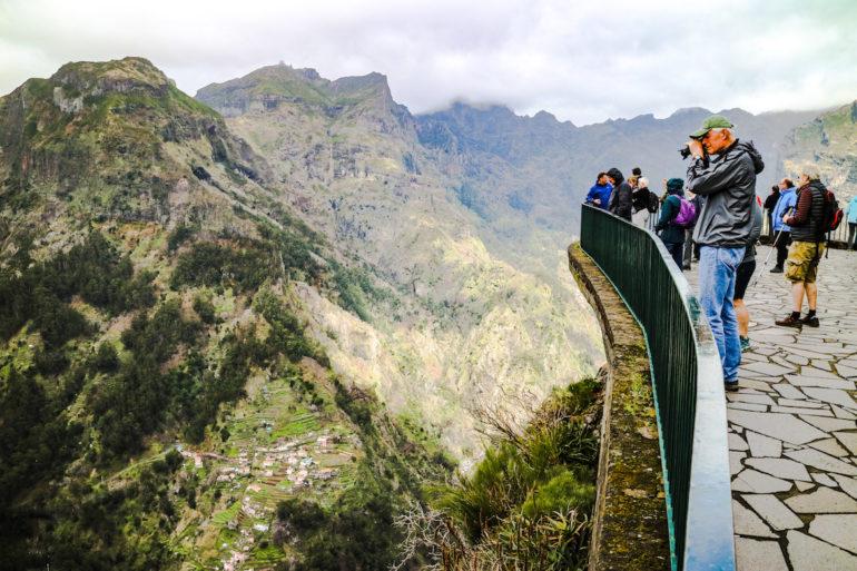 Madeira Sehenswürdigkeiten - Eira do Serrado - Touristen