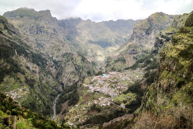 Madeira Sehenswürdigkeiten - Eira do Serrado - Blick ins Tal
