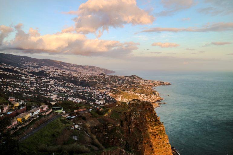 Madeira Sehenswürdigkeiten - Cabo Girao - Blick auf Funchal