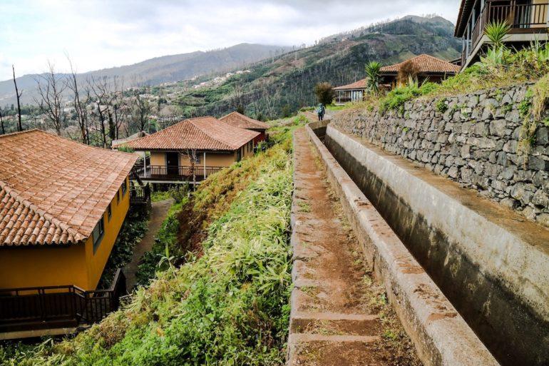 Madeira Sehenswürdigkeiten - Levadawanderung - Levada auf der rechten Seite