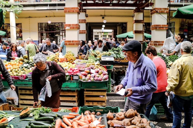 Madeira Sehenswürdigkeiten - Funchal Meracdo dos Lavradores - Verkäufer