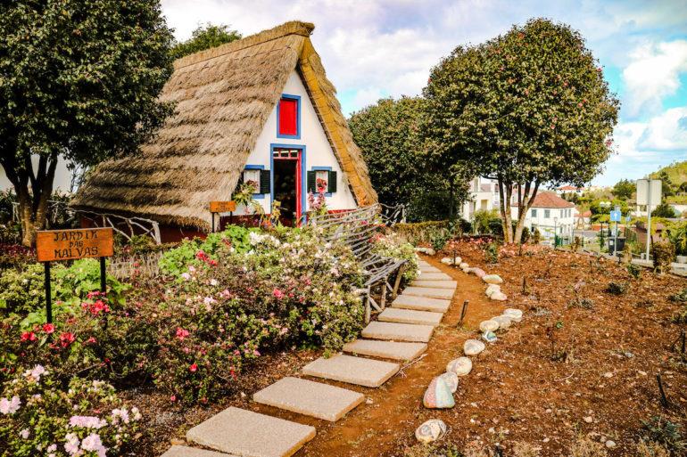 Madeira Sehenswürdigkeiten - Santana - Haus mit Strohdach