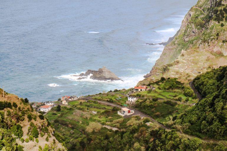 Madeira Sehenswürdigkeiten - Sao Jorge - Meer mit hohen Wellen