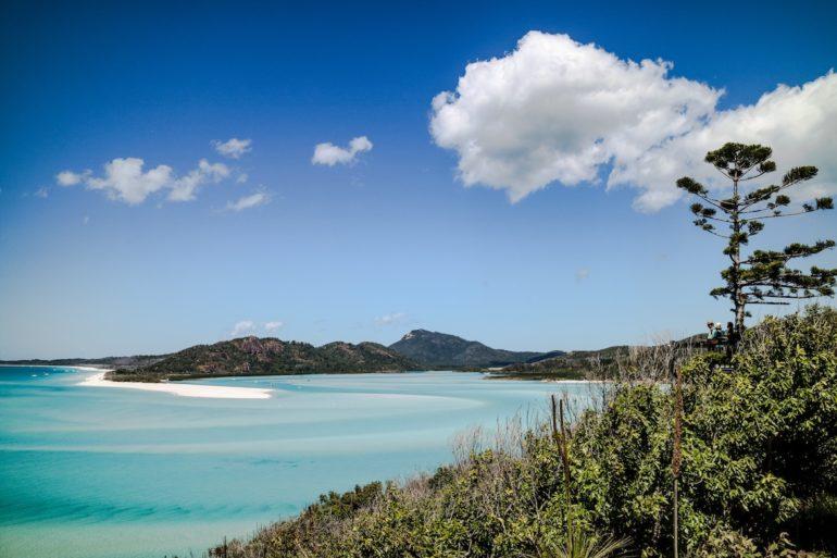 Whitsundays: Strand, Pflanzen und Meer am Hill Inlet