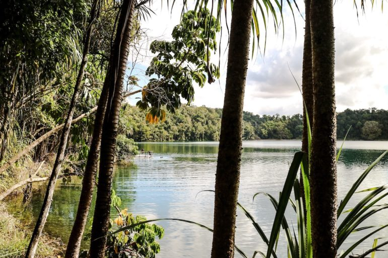 Great Barrier Reef: Lake Eacham Queensland
