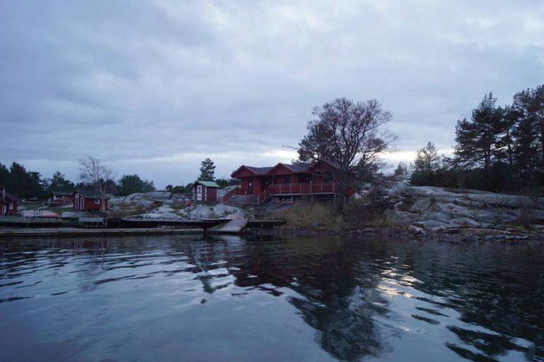 Unbekannte Reiseziele: Hütte mit wasser auf den Aland-Inseln