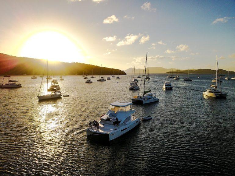 Britische Jungferninseln:Sonnenuntergang über Yachten vor Cooper Island