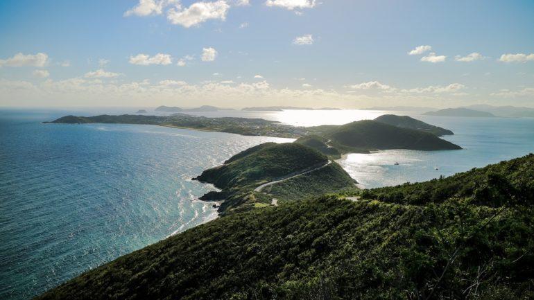 Britische Jungferninseln: Blick von den Hügeln auf Spanish Town, Virgin Gorda