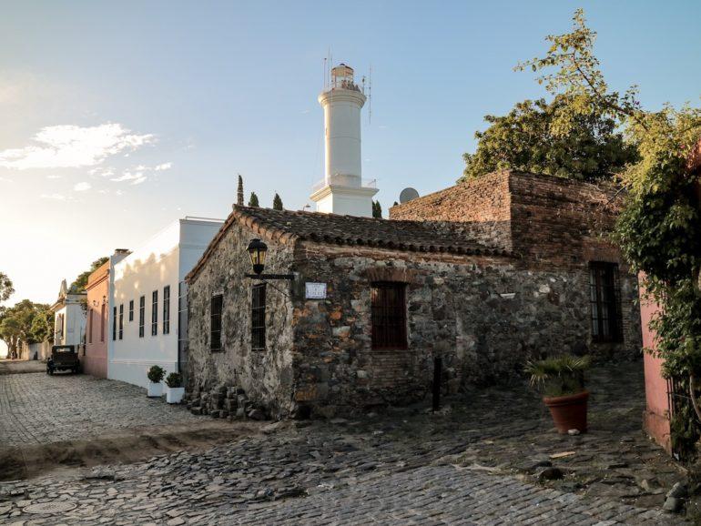 Uruguay Sehenswürdigkeiten: Altstadt mit Leuchtturm in Colonia del sacramento