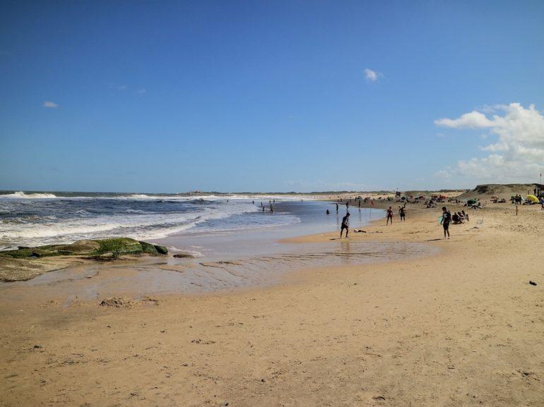 Uruguay Sehenswürdigkeiten: Strand und Meer am Playa de la Viuda in Punta del Diablo