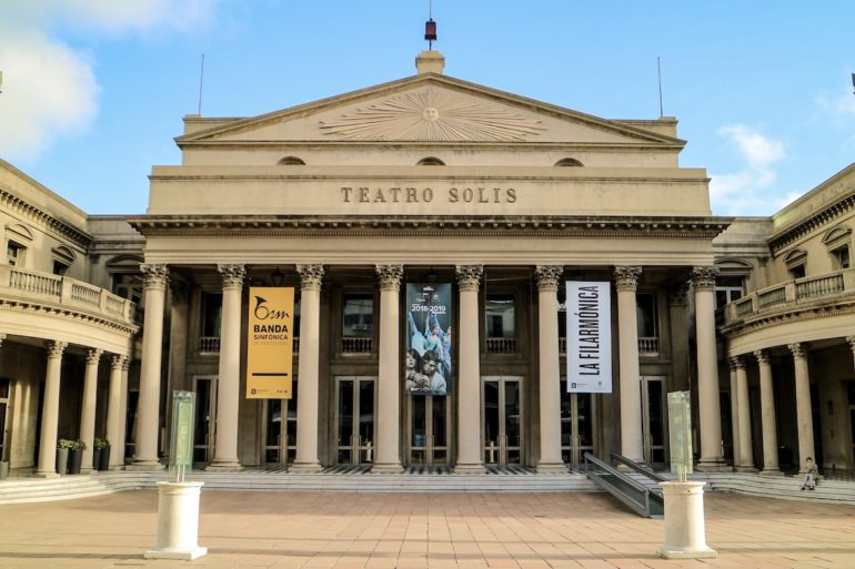 Uruguay Sehenswürdigkeiten: Teatro Solis in Montevideo.