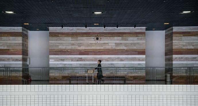 Mensch vor Kunst im Hoikkaid o Museum of Modern Art Sapporo