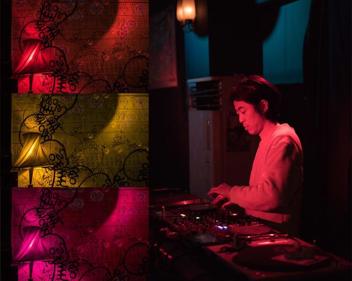 DJ in einer Bar in Sapporo