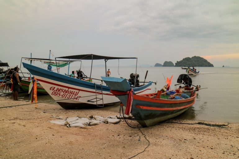 Long Tail Boats vor Ampor Sawee