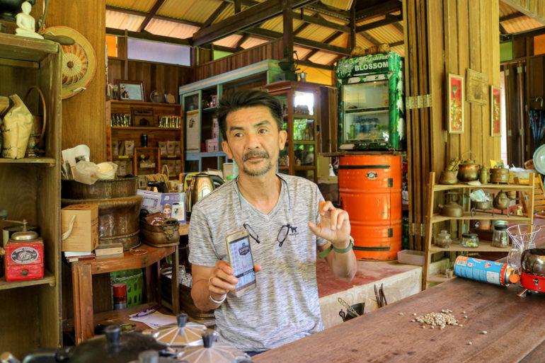 Gong von Gong Coffee beim erklären