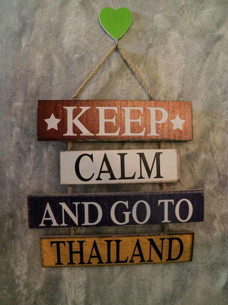 Schikld mit Werbung für Thailand