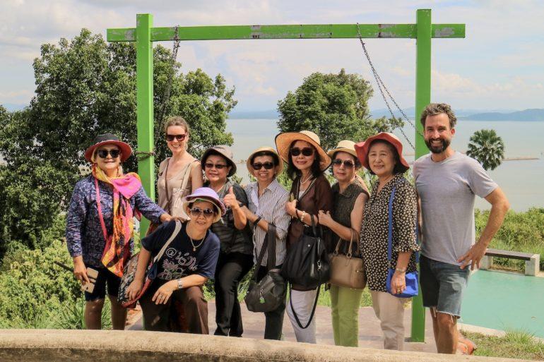 Marco Buch mit Einheimischen am Khao Matsee Viewpoint