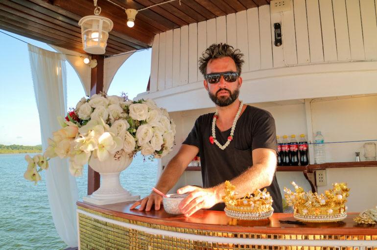 Marco Buch an der Bar auf dem Royal Andaman Boat
