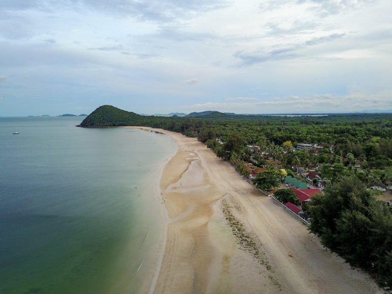 Luftbild des Thung Wua Laen Beach