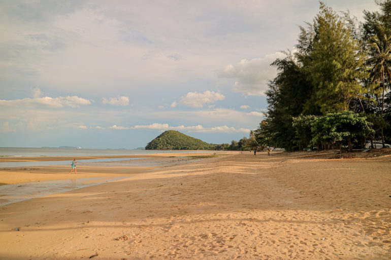 Strand und Meer am Thung Wua Laen beach