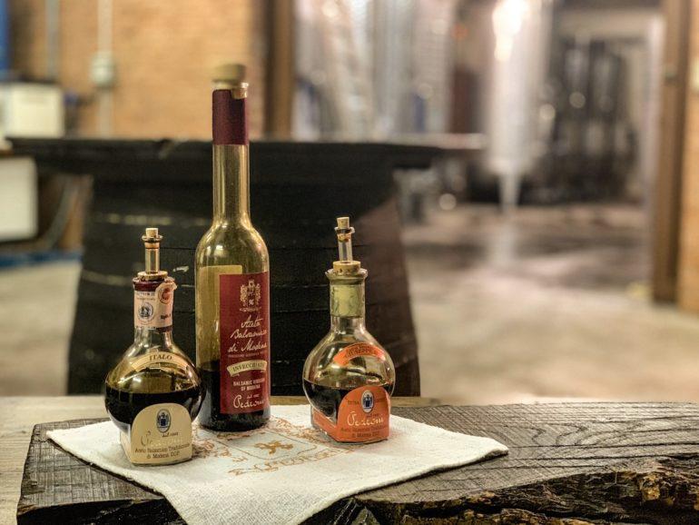 Flaschen mit Aceto Balsamico in Emilia Romagna