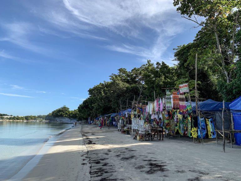 Jamaika Urlaub: Verkaufsstände in Bloody Bay