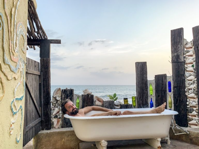 Jamaika Urlaub: Marco Buch in outdoor-Badewanne