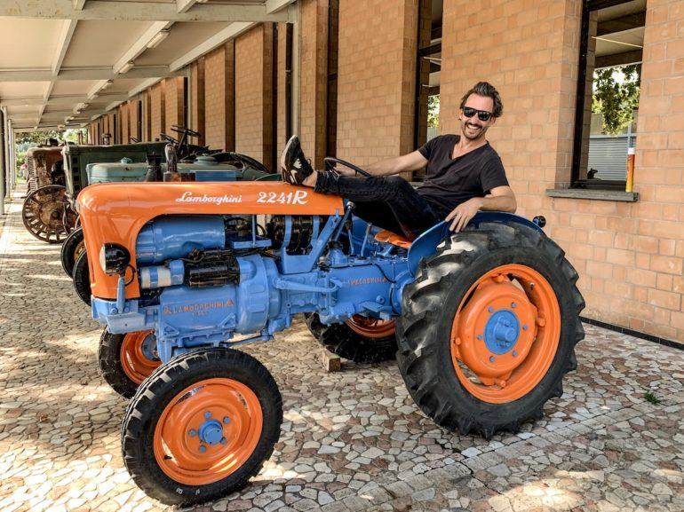 Marco Buch auf Lamborghini Traktor in Emilia Romagna