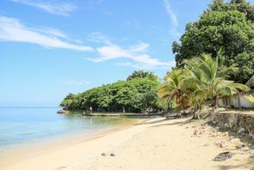 Jamaika Urlaub: Strand und Palmen am Meer
