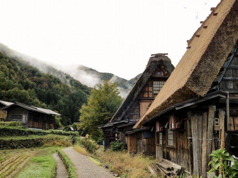 Häuser mit Reetdächern in Shirkawa-go