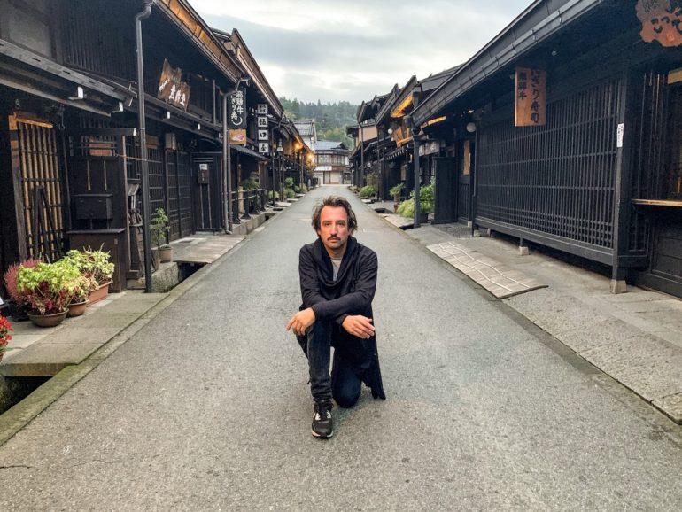 Marco Buch während seiner Japan Reise in den Strassen von Takayama