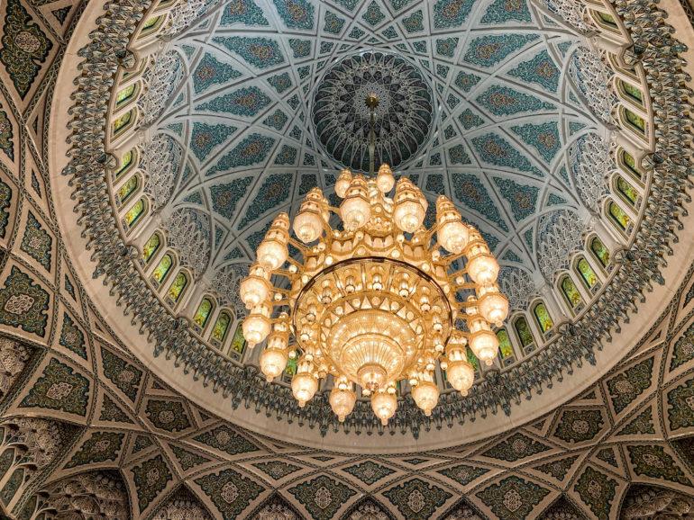 Kronleuchter in der großen Sultan Qabus Moschee Maskat