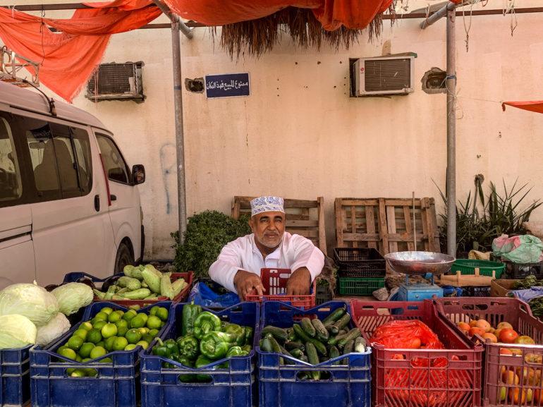 Gemüseverkäufer im Ibra Souq
