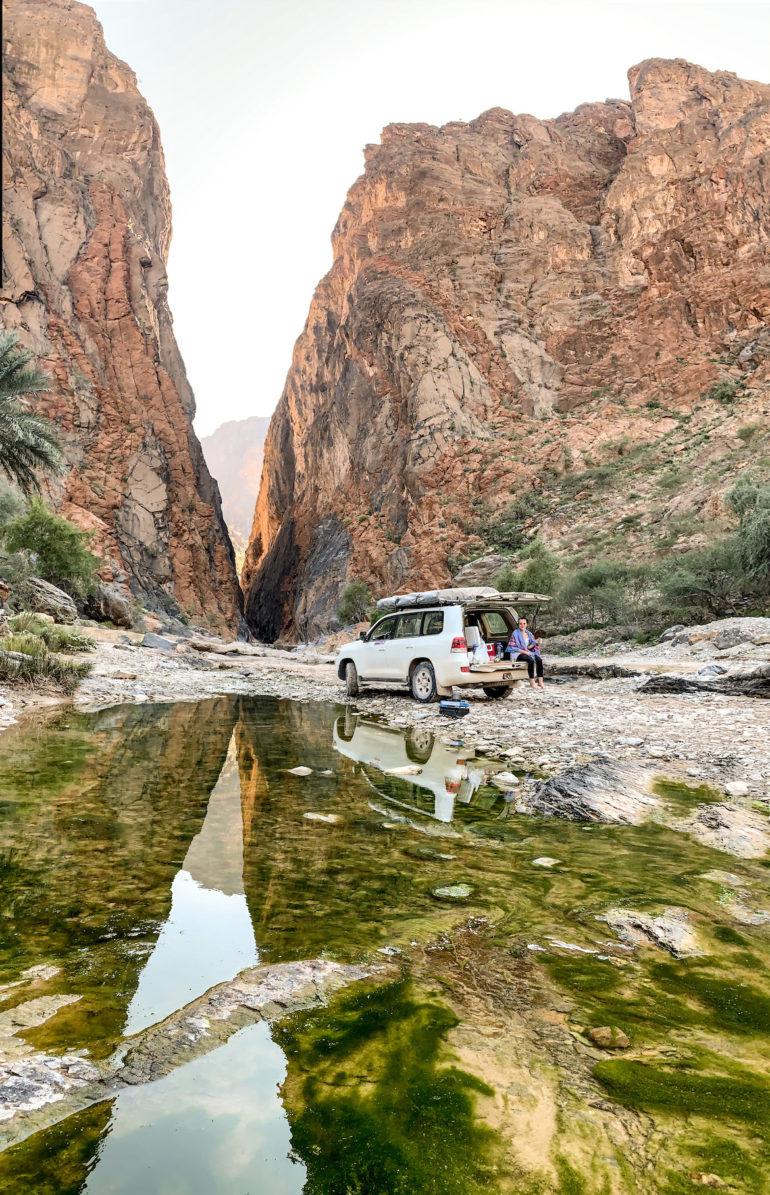 Geländewagen vor dem Snake Gorge Oman