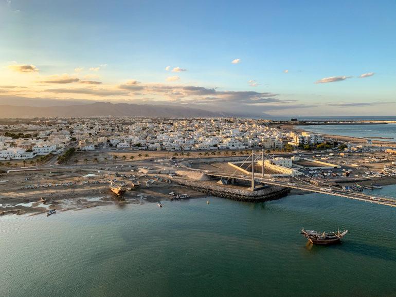 Brücke vor der Stadt in Sur Oman