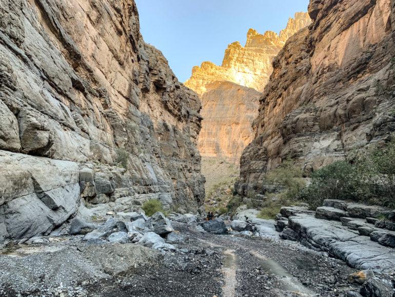 Weg in einem Canyon bei einem Oman Roadtrip