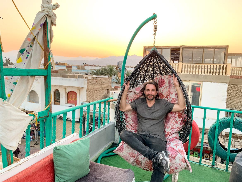 Marco Buch in der Rooftop Bar in Dahab