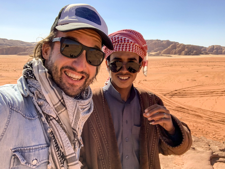 Marco Buch mit Fahrer im Wadi Rum